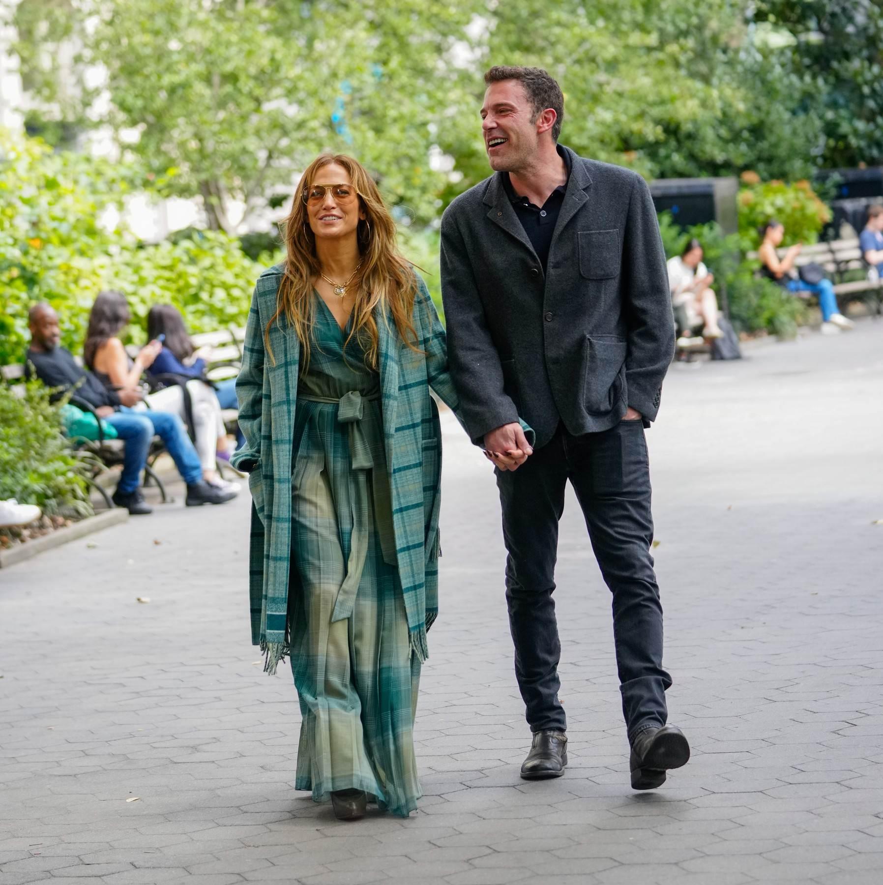 ROMANTIČNA JESEN U NJUJORKU: Jennifer Lopez i Ben Affleck u superšik  outfitima za šetnju po gradu   Elle